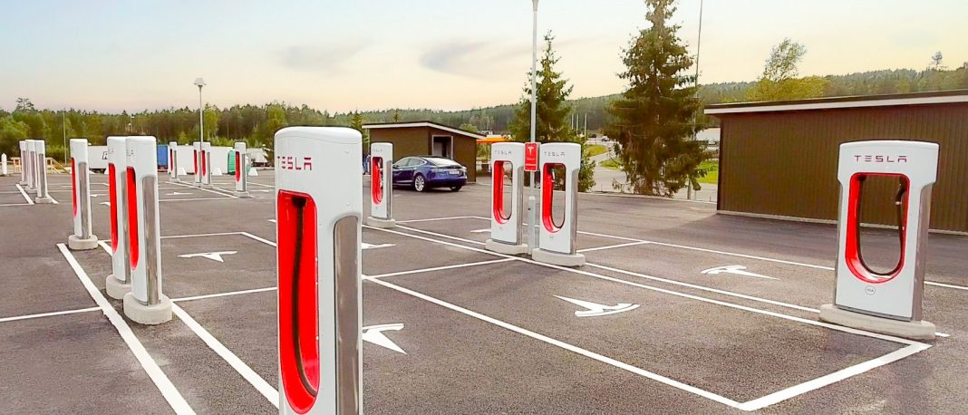 Tesla V2 Supercharger