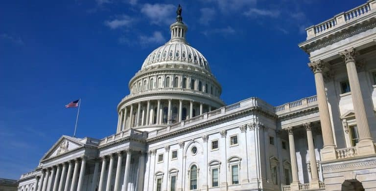 Senator Urges Autopilot Changes